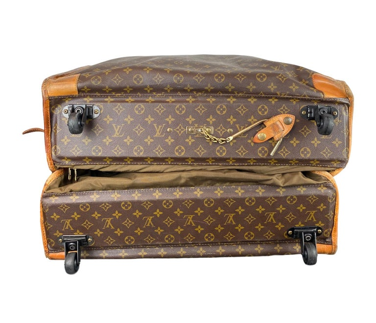 Vintage Louis Vuitton Large Folding Garment Monogram Luggage, circa 1970. For Sale 2