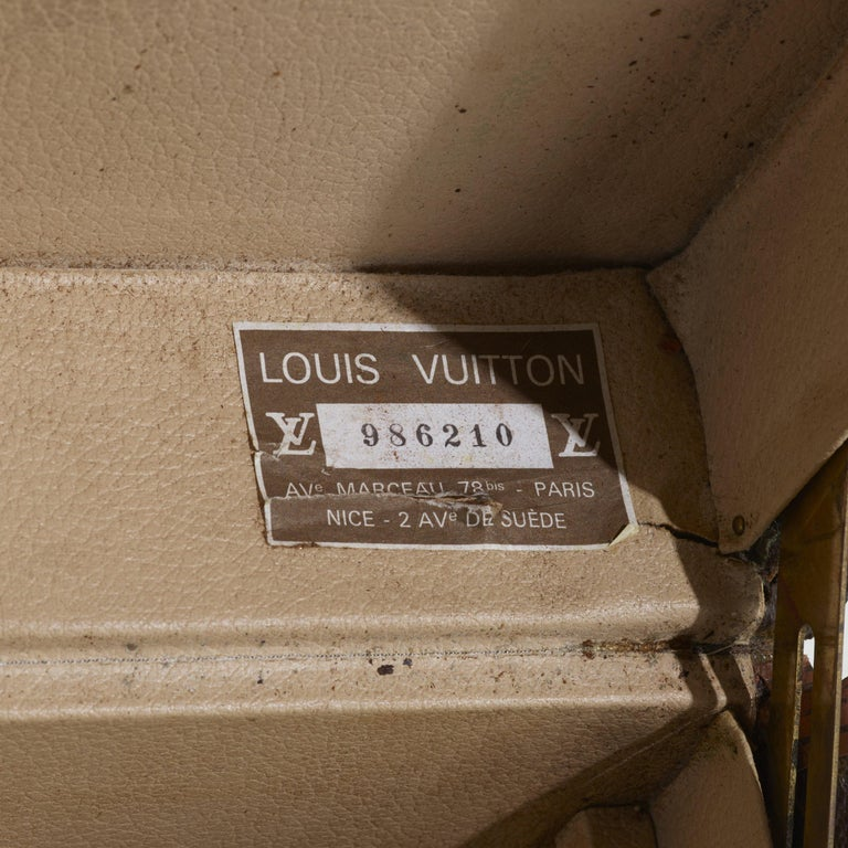Vintage Louis Vuitton Suitcase In Good Condition For Sale In SAINT LOUIS, MO