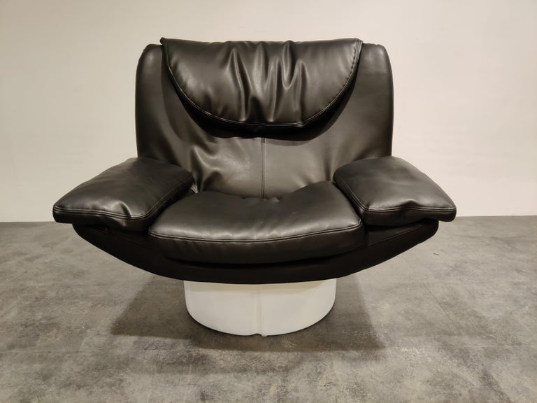 Vintage lounge chair (model Il Potrone) was designed for Comfort in Italy as part of the Il Poltoni 175 series by T. Ammannati and G.P. Vitelli in 1973.  Comes with an as good as new looking original black leather upholstery.  Beautiful Space