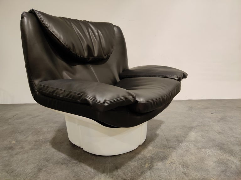 Italian Vintage Lounge Chair by T. Ammannati and G.P. Vitelli for Comfort in Italy, 197 For Sale