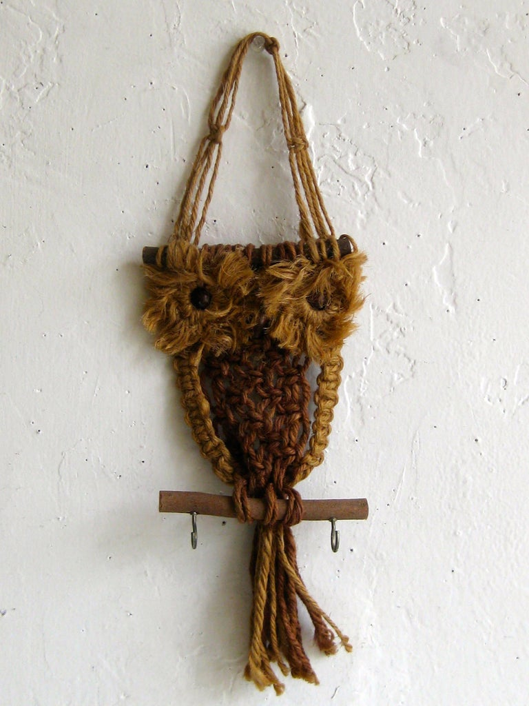Vintage Macramé Fiber Art Figural Owl Wall Sculpture Hanging Hippie Art In Excellent Condition For Sale In San Diego, CA