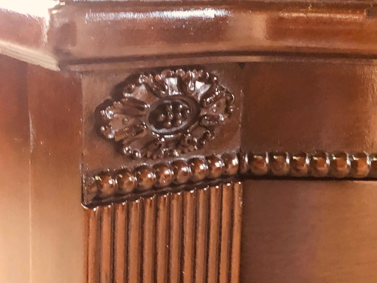 Vintage Mahogany Curved Front Federal Style Tall Dresser For Sale 9