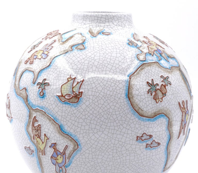 This vase with world map is a wonderful contemporary Majolica vase, realized by the German artist Karl-Heinz Feisst (born in 1925 in Karlsruhe).