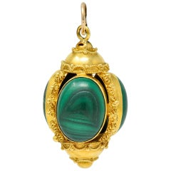 Vintage Malachite Cabochon 18 Karat Gold Decorous Pendant