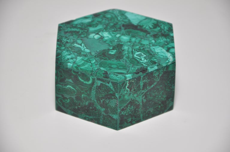 Vintage Malachite Natural Gemstone Green Jewelry Box In Good Condition For Sale In Belfast, Northern Ireland