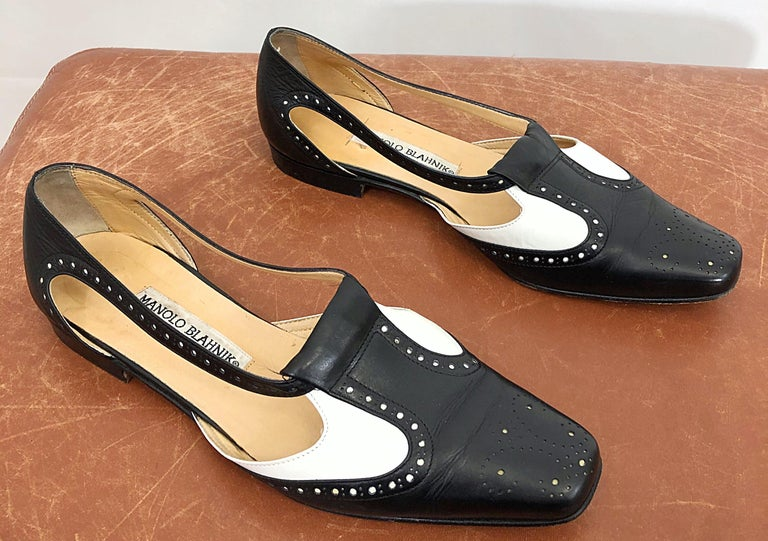 Vintage Manolo Blahnik Size 38.5 / 8.5 Black and White Spectator Flats / Shoes In Good Condition For Sale In Chicago, IL