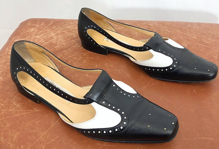 Vintage Manolo Blahnik Size 38.5 / 8.5 Black and White Spectator Flats / Shoes For Sale 3