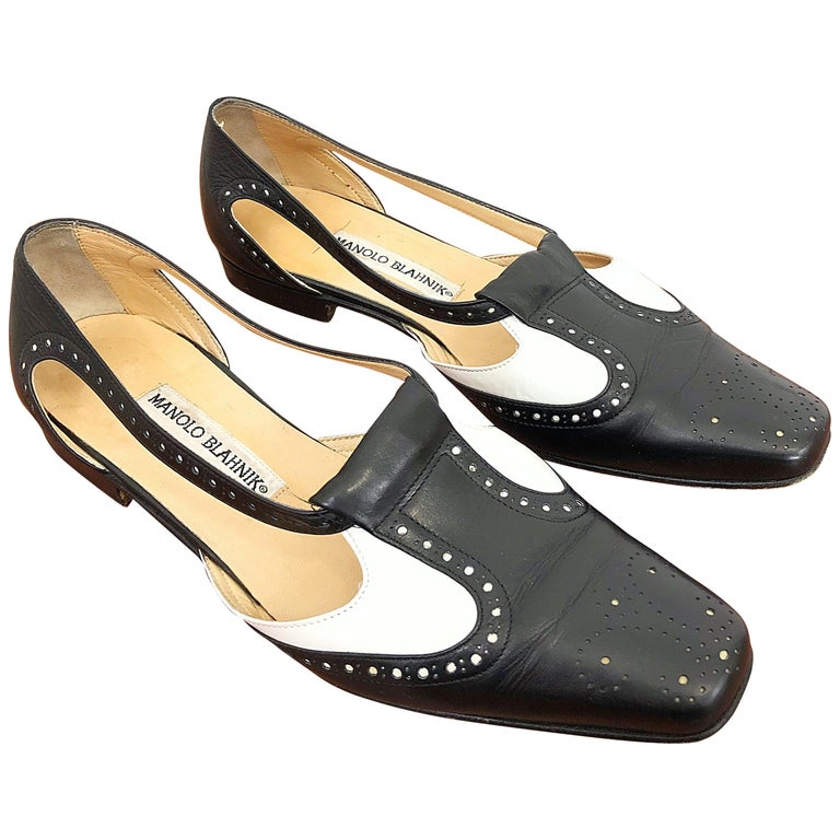 Vintage Manolo Blahnik Size 38.5 / 8.5 Black and White Spectator Flats / Shoes For Sale