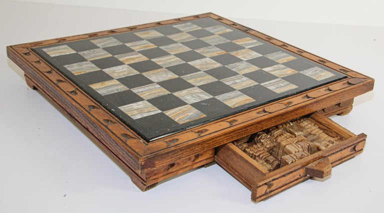 Vintage Marble Chess Board with Hand Carved Black and White Onyx Chess Pieces 3