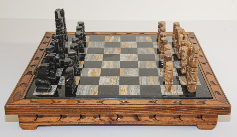 Vintage Marble Chess Board with Hand Carved Black and White Onyx Chess Pieces 6