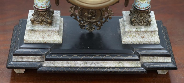 Vintage Marble Corinthian Pillar Mantle Clock with Bronzed Figures Ormolu Mounts In Good Condition For Sale In London, GB