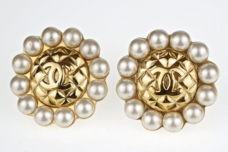 Vintage Massive CHANEL Quilted CC Logo Pearl Earrings For Sale 5