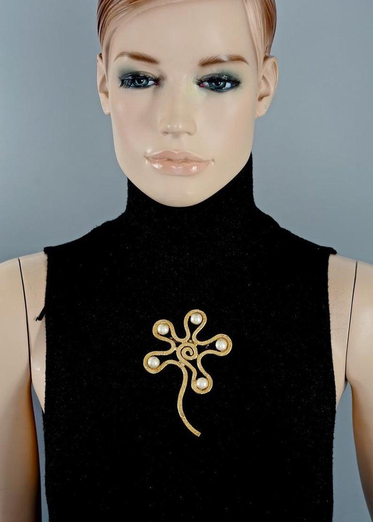 Vintage Massive CHANEL Spiral Flower Pearl Brooch For Sale 2