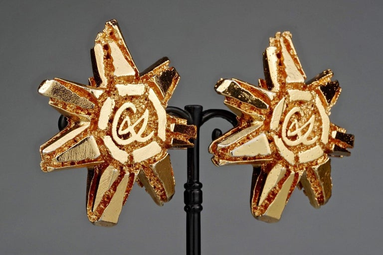 Vintage Massive CHRISTIAN LACROIX Logo Sun Earrings In Excellent Condition For Sale In Kingersheim, Alsace