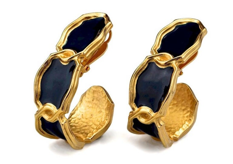 Vintage Massive KARL LAGERFELD Blue Enamel Creole Hoop Earrings In Excellent Condition For Sale In Kingersheim, Alsace