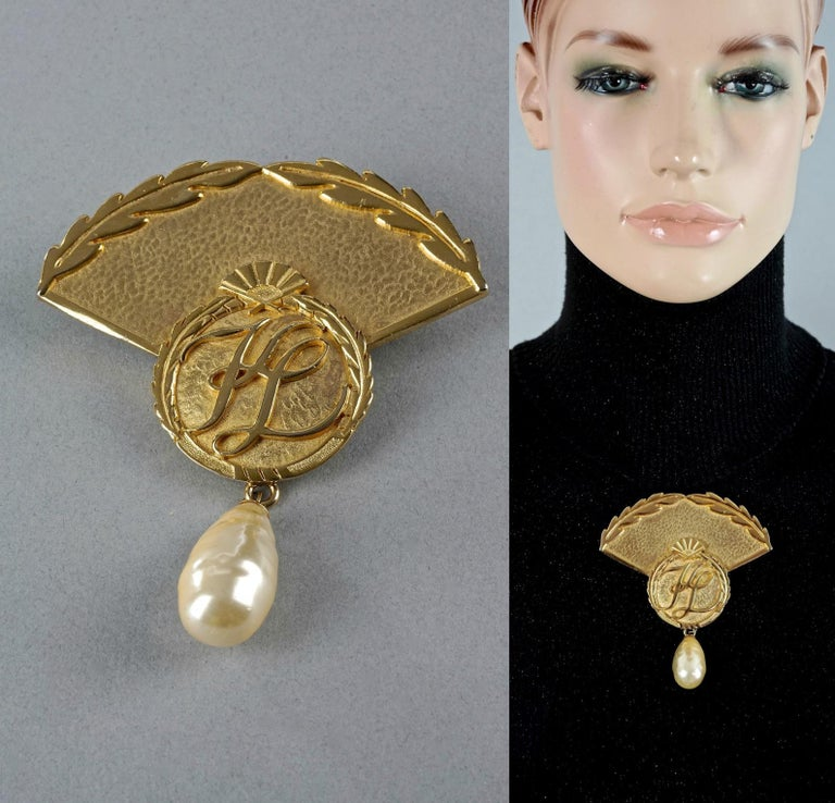Vintage Massive KARL LAGERFELD KL Logo Iconic Fan Pearl Drop Brooch  Measurements: Height: 4.13 inches (10.5 cm) Width: 3.34 inches (8.5 cm)  FEATURES: - 100% Authentic KARL LAGERFELD. - Massive KL Logo fan brooch. - Glass pearl drop