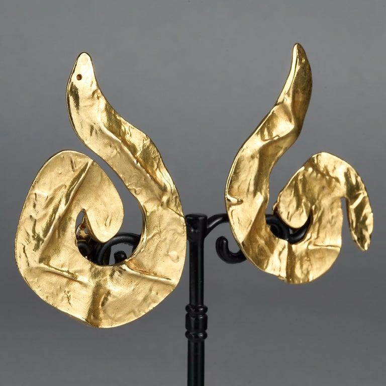 Vintage Massive YVES SAINT LAURENT Ysl Asymmetric Wrinkled Spiral Earrings For Sale 2