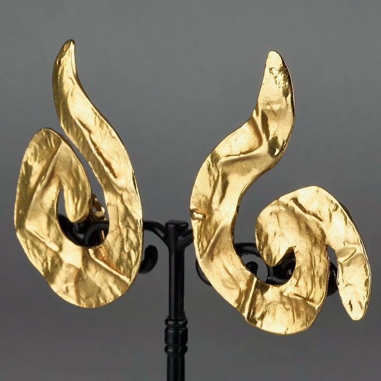 Vintage Massive YVES SAINT LAURENT Ysl Asymmetric Wrinkled Spiral Earrings For Sale 3