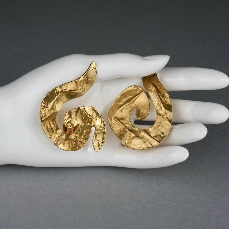 Vintage Massive YVES SAINT LAURENT Ysl Asymmetric Wrinkled Spiral Earrings For Sale 4