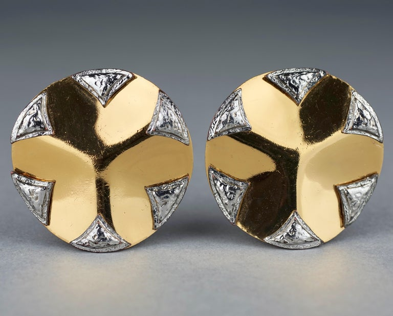 Vintage Massive YVES SAINT LAURENT Ysl Flower Ridged Disc Two Tone Earrings In Excellent Condition For Sale In Kingersheim, Alsace