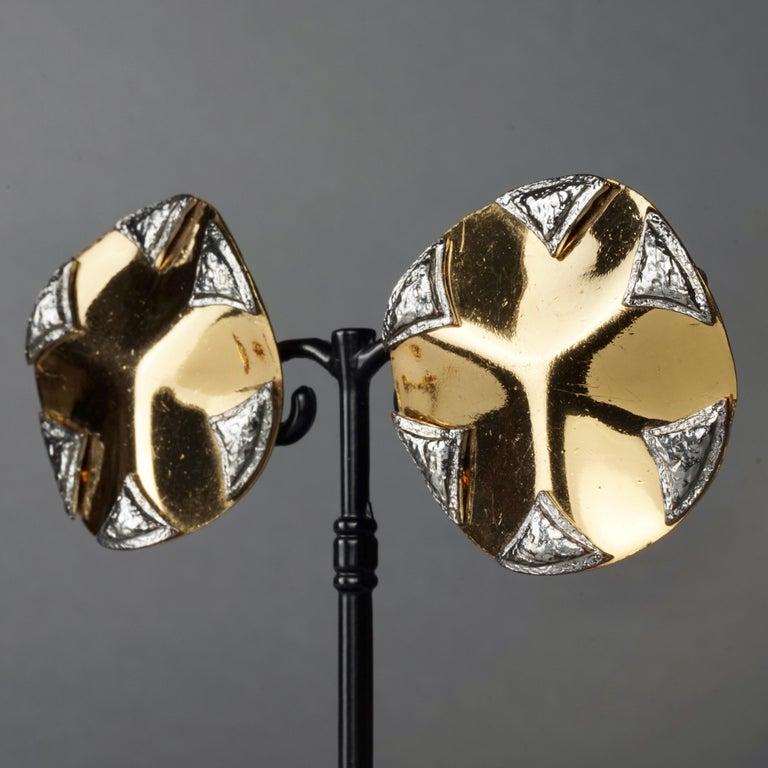 Vintage Massive YVES SAINT LAURENT Ysl Flower Ridged Disc Two Tone Earrings For Sale 3
