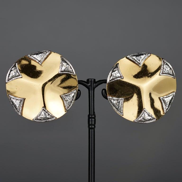 Vintage Massive YVES SAINT LAURENT Ysl Flower Ridged Disc Two Tone Earrings For Sale 4