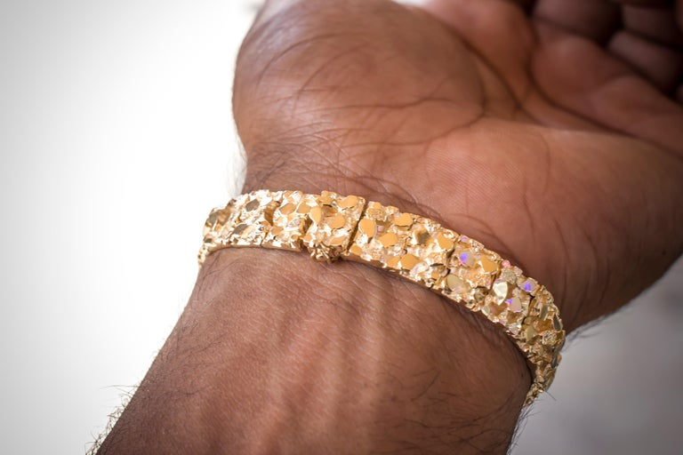 Vintage Men's 14 Karat Yellow Gold Nugget Bracelet In Excellent Condition For Sale In Addison, TX