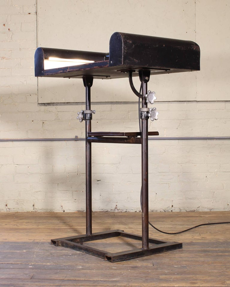 Vintage Metal Art Deco Modern Lighted Lectern Podium Pedestal Stand In Distressed Condition For Sale In Oakville, CT