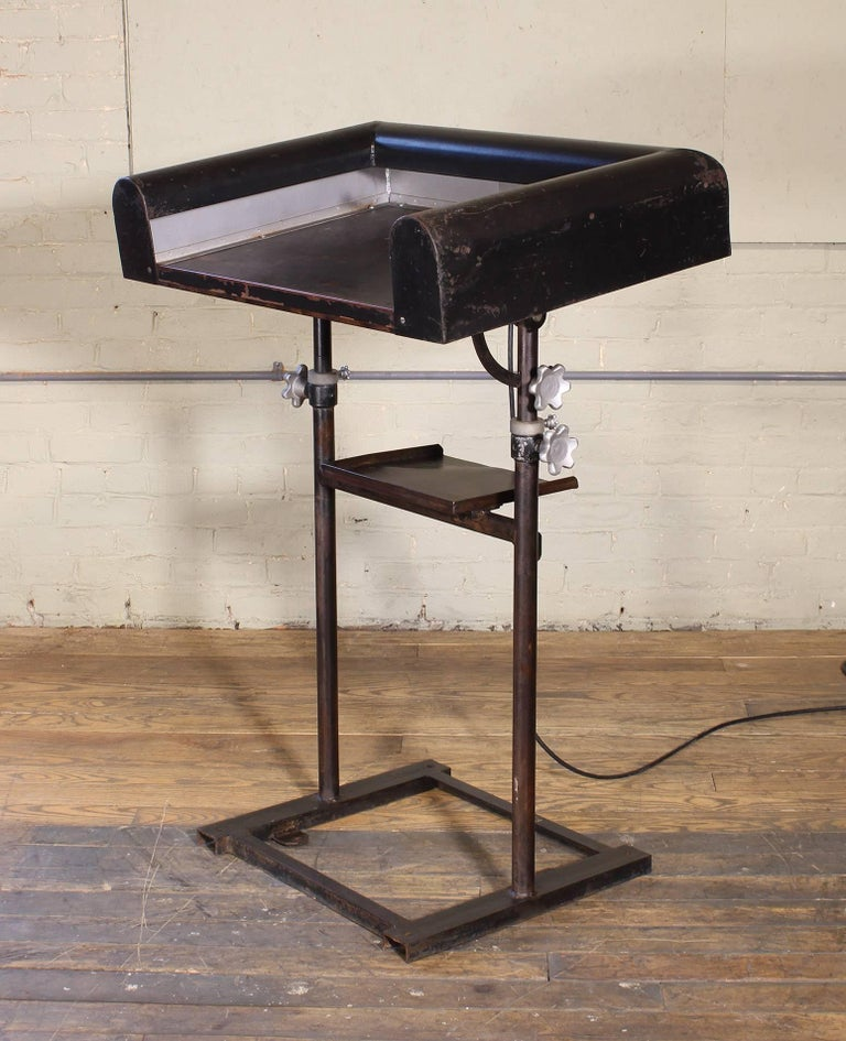 20th Century Vintage Metal Art Deco Modern Lighted Lectern Podium Pedestal Stand For Sale