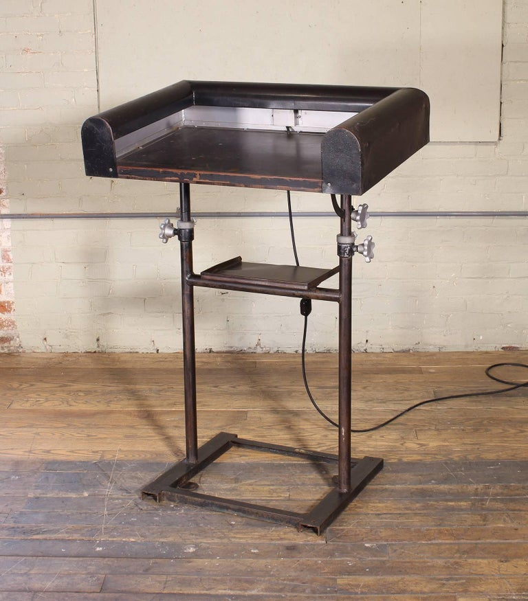 Vintage Metal Art Deco Modern Lighted Lectern Podium Pedestal Stand For Sale 1