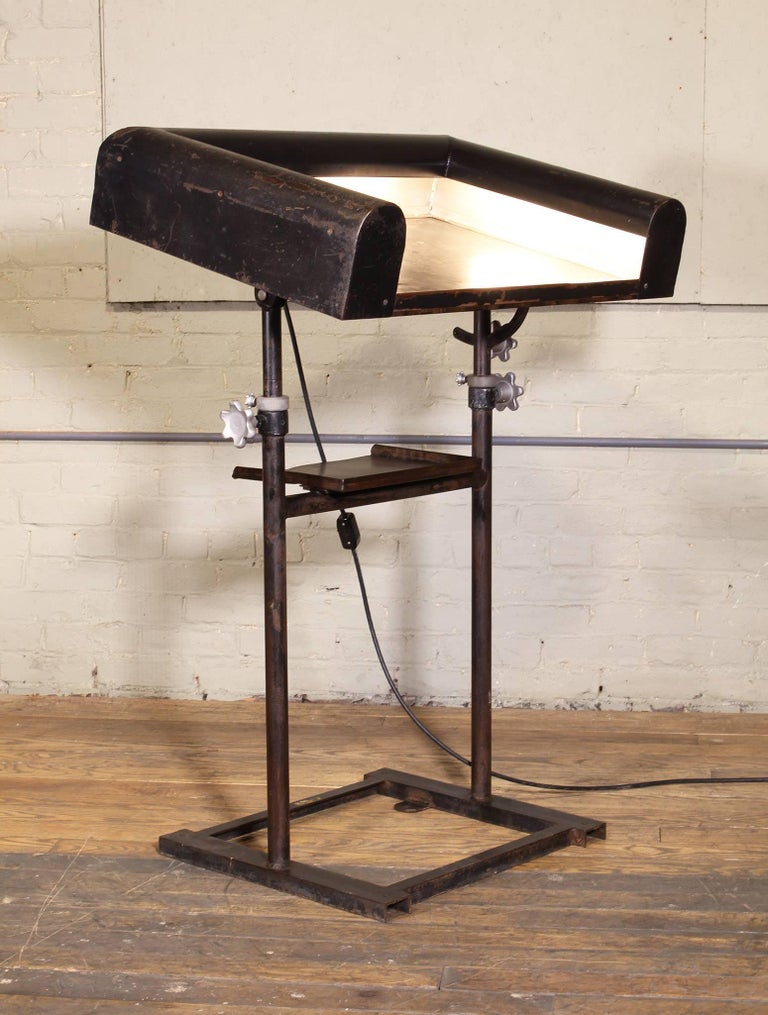 Vintage Metal Art Deco Modern Lighted Lectern Podium Pedestal Stand For Sale 2