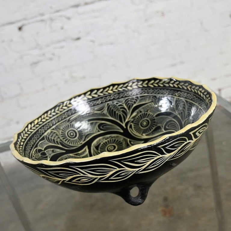 Folk Art Vintage Mexican Pottery Black & White Fantasia Design Tri-Leg Fluted Bowl For Sale