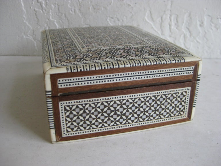 Vintage Micro Mosaic Marquetry Mother of Pearl Inlay Wooden Jewelry Trinket Box For Sale 2
