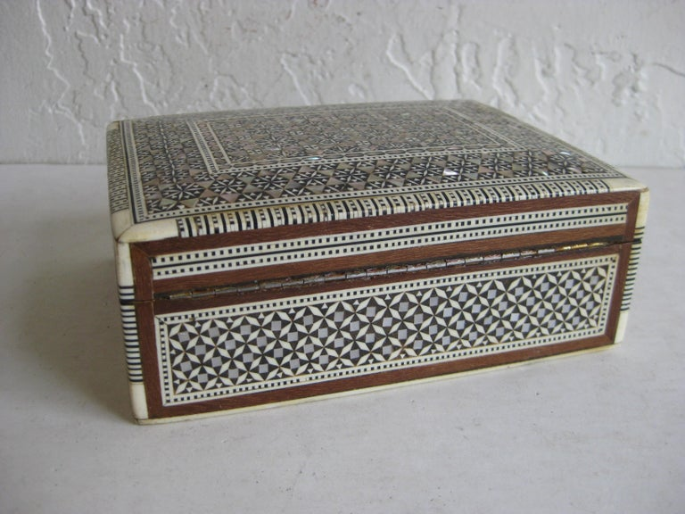 Vintage Micro Mosaic Marquetry Mother of Pearl Inlay Wooden Jewelry Trinket Box For Sale 3