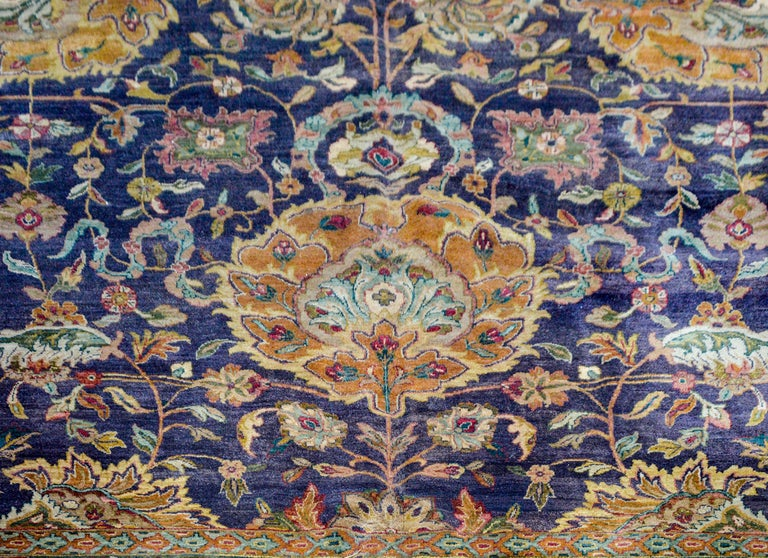 Vintage Mid-20th Century Sultanabad Rug In Good Condition For Sale In Chicago, IL