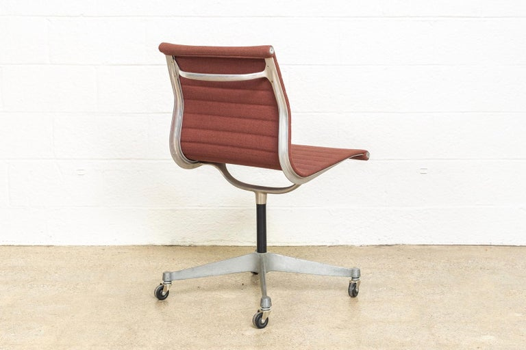 American Vintage Midcentury Eames for Herman Miller Aluminum Group Side Office Chair For Sale