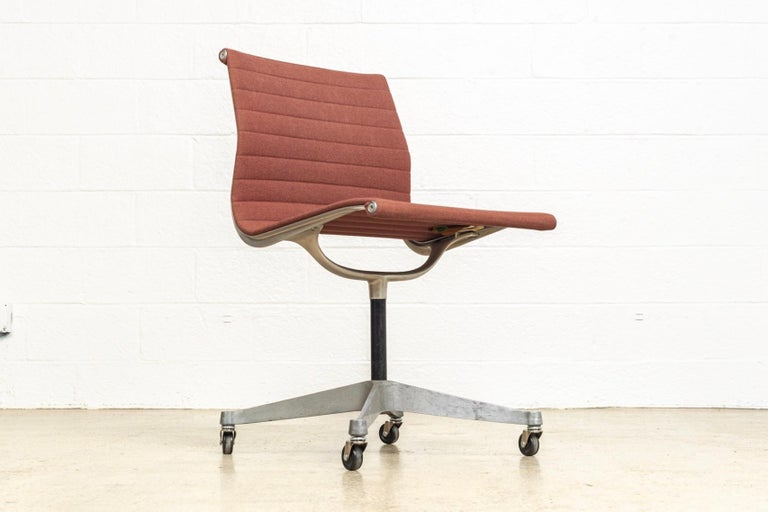 Mid-20th Century Vintage Midcentury Eames for Herman Miller Aluminum Group Side Office Chair For Sale