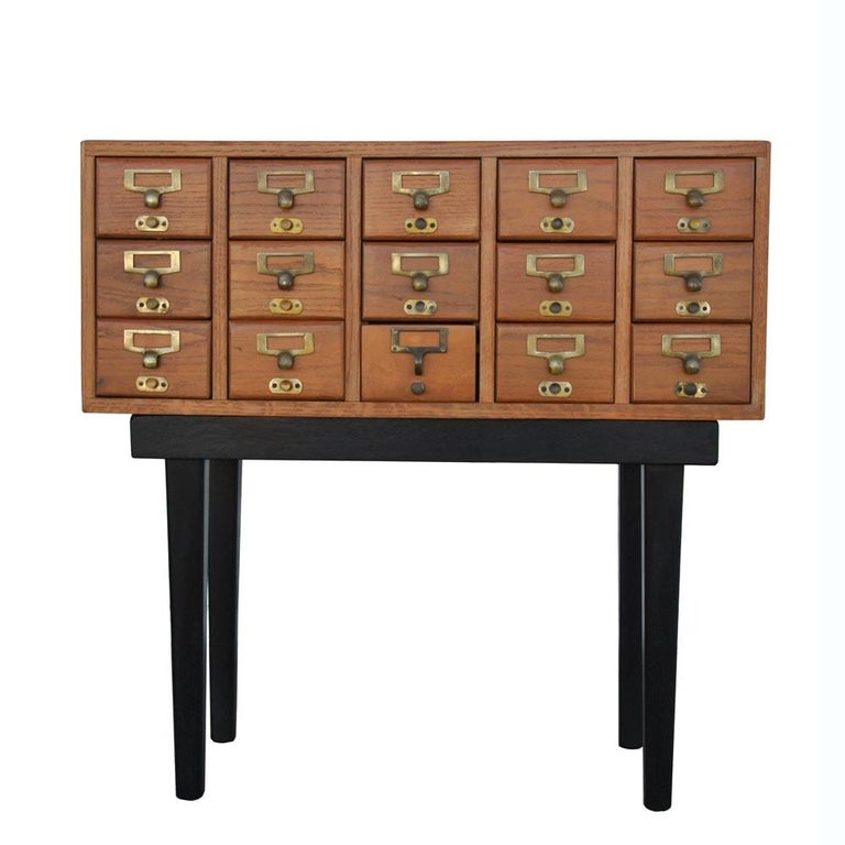 Vintage Midcentury Library Card Catalogue Console In Good Condition For Sale In Pasadena, TX