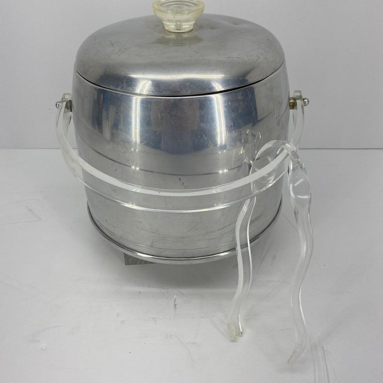 Vintage Mid-Century Modern Aluminum and Lucite Ice Bucket and Tongs In Good Condition For Sale In Haddonfield, NJ
