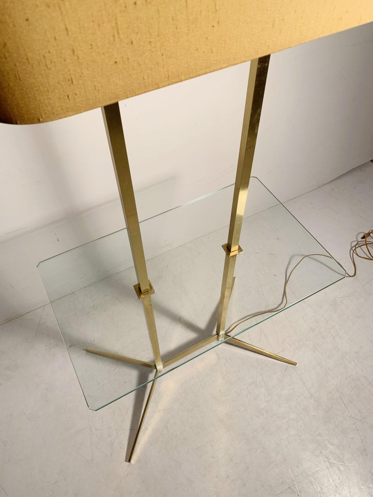 Vintage Mid-Century Modern Brass Table Floor Lamp attributed to Stiffel In Good Condition For Sale In Chicago, IL