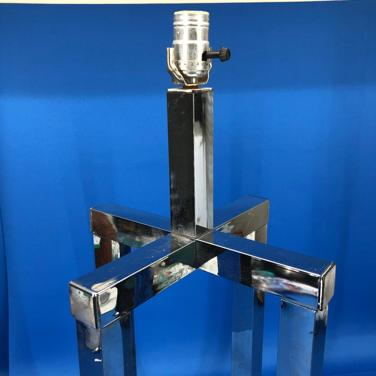 Vintage Mid-Century Modern Chrome Geometric Shaped Table Lamp For Sale 6