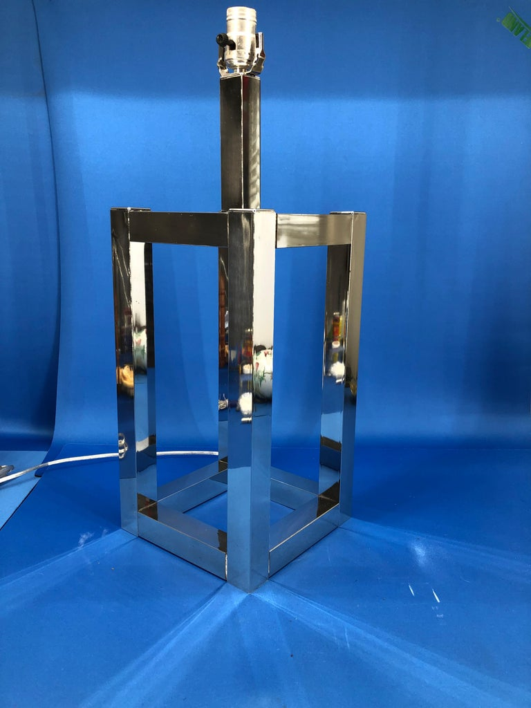 Vintage Mid-Century Modern Chrome Geometric Shaped Table Lamp For Sale 8