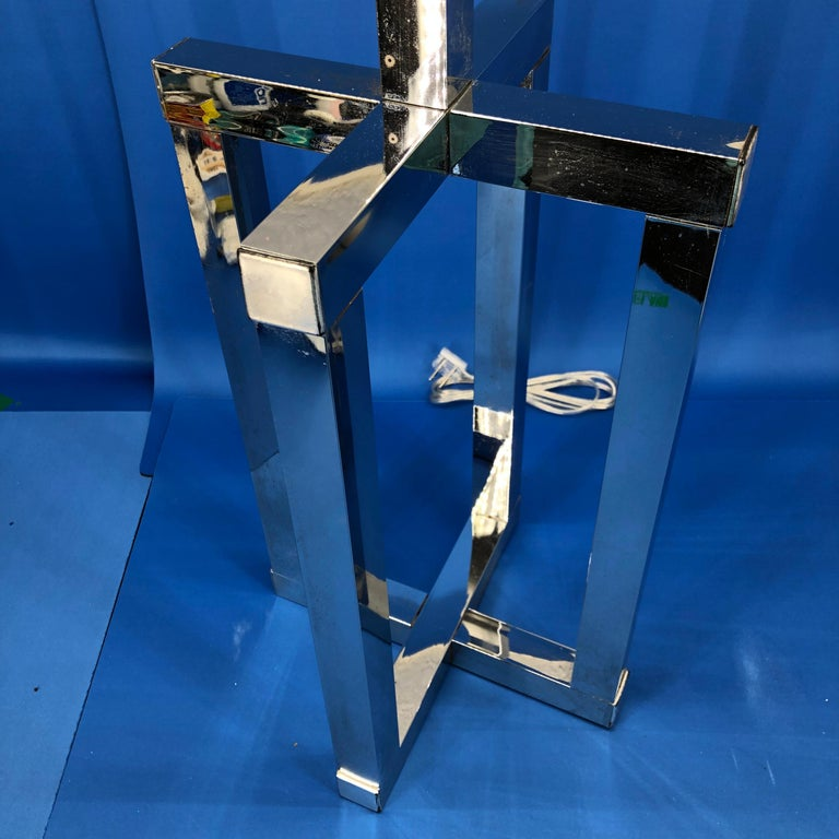 Vintage Mid-Century Modern Chrome Geometric Shaped Table Lamp For Sale 2