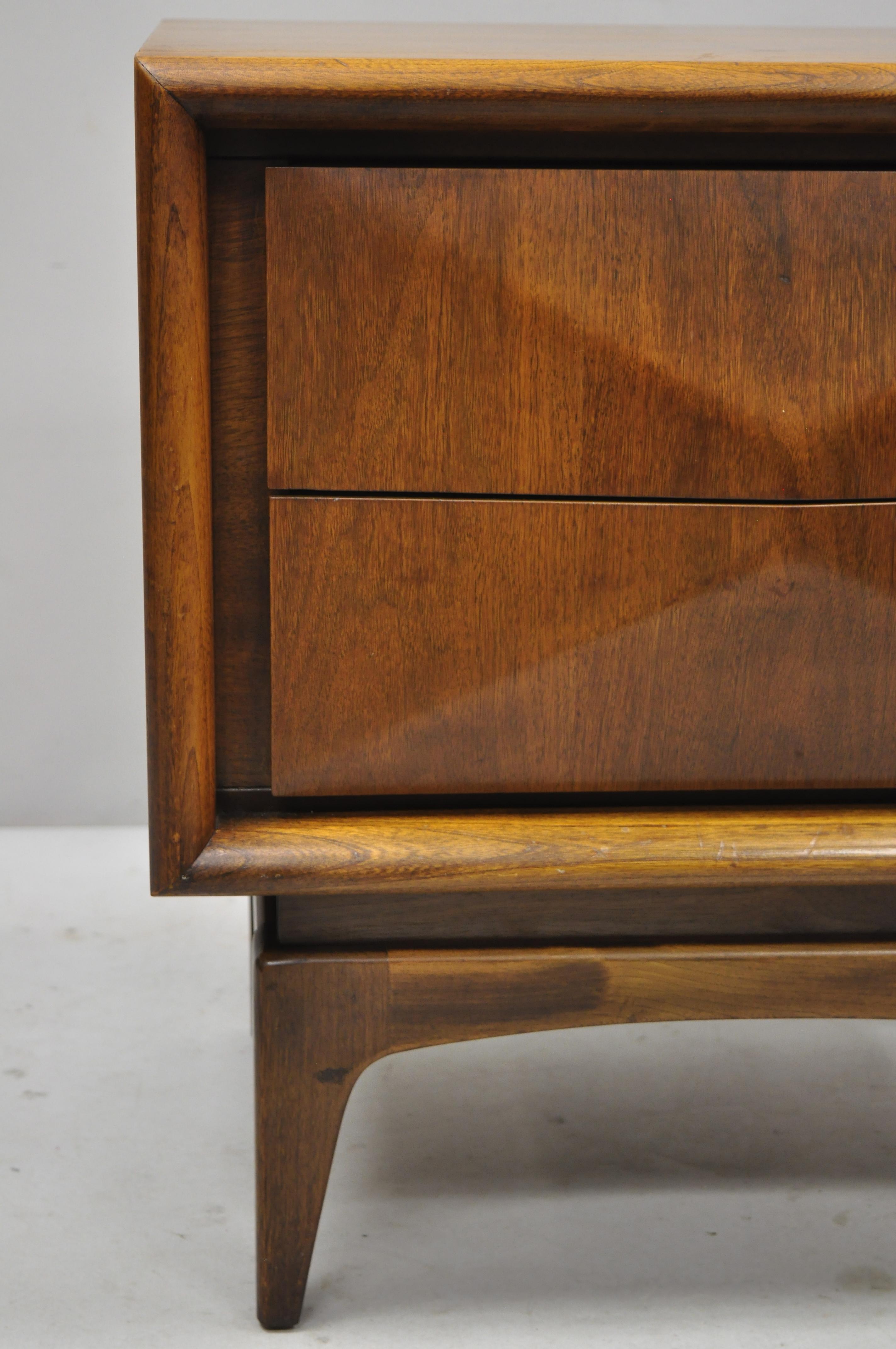 Vintage Mid Century Modern Diamond Front Walnut Nightstand By United Furniture At 1stdibs