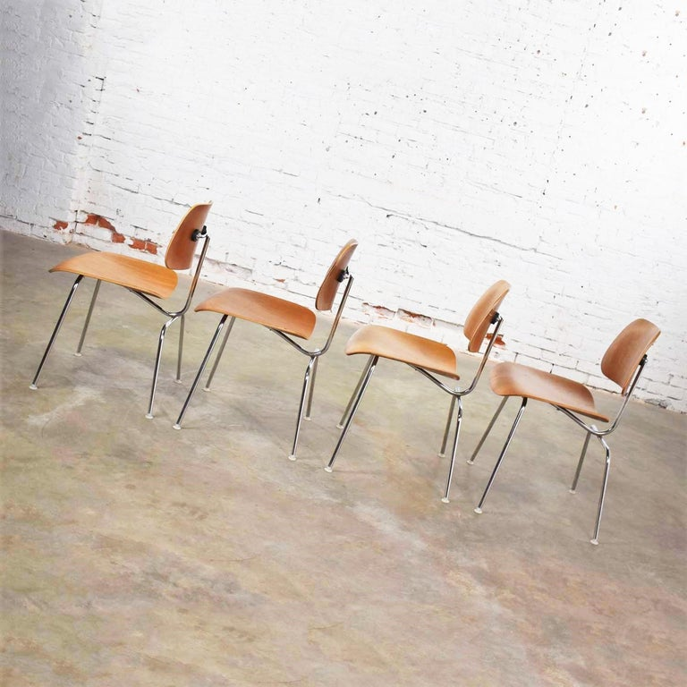 Vintage Mid-Century Modern Eames DCM Dining Chairs for Herman Miller Set of 4 For Sale 5