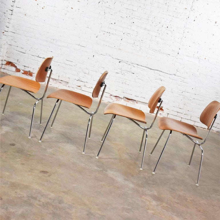 Vintage Mid-Century Modern Eames DCM Dining Chairs for Herman Miller Set of 4 For Sale 6