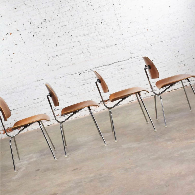 Vintage Mid-Century Modern Eames DCM Dining Chairs for Herman Miller Set of 4 For Sale 8