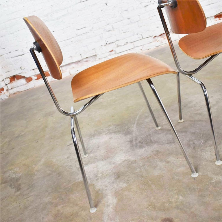 American Vintage Mid-Century Modern Eames DCM Dining Chairs for Herman Miller Set of 4 For Sale