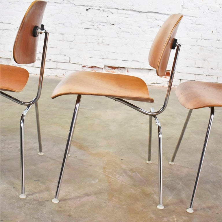 Molded Vintage Mid-Century Modern Eames DCM Dining Chairs for Herman Miller Set of 4 For Sale