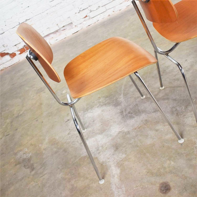 Vintage Mid-Century Modern Eames DCM Dining Chairs for Herman Miller Set of 4 In Good Condition For Sale In Topeka, KS